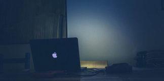 Naklejka na laptopa sposobem na ożywienie starego sprzętu